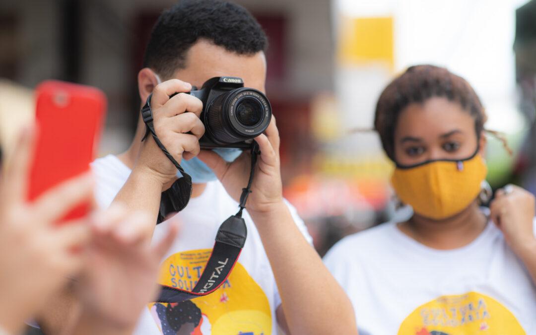 Alunos da Oficina de Fotografia fazem passeio pela Avenida Expedito Garcia em Cariacica