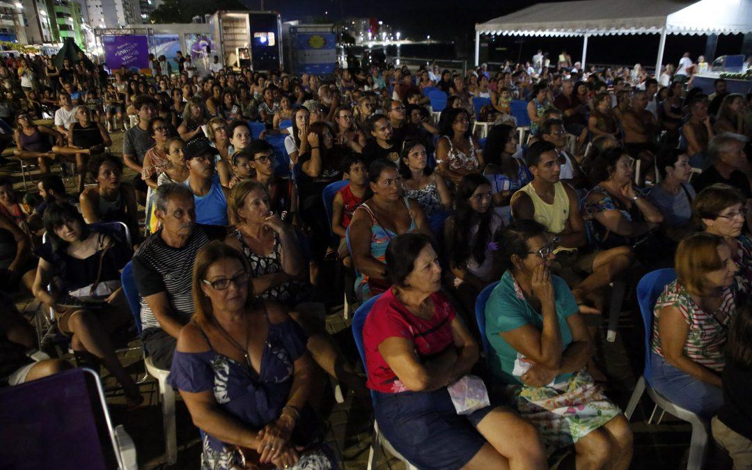 Público lota sessão de abertura do 25FCV Itinerante em Guarapari
