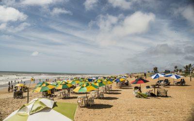Praia de Guriri recebe sala de cinema itinerante